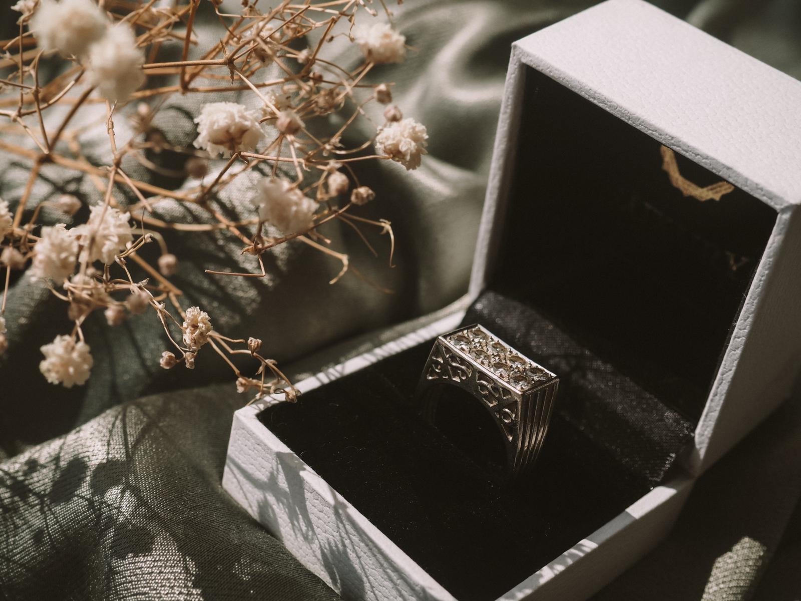 Anillo Oro Blanco y Diamantes Au Luxury